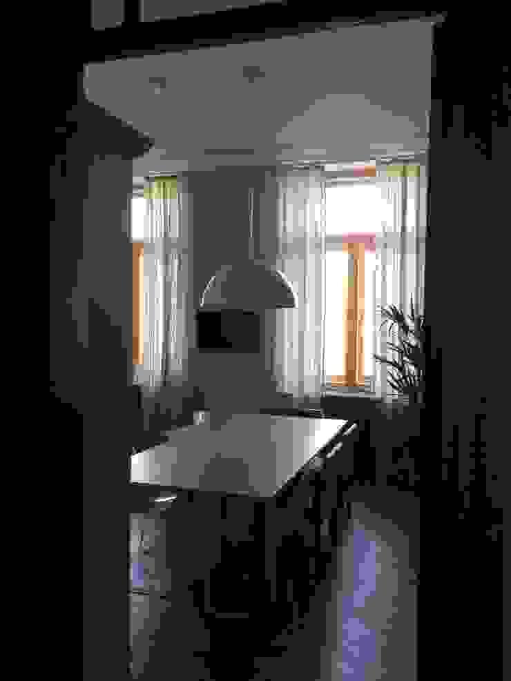 квартира для бабушки и дедушки Кухни в эклектичном стиле от Circus28_interior Эклектичный