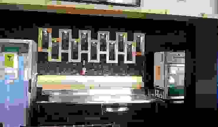 HOLY COW COLOSIO Bares y clubs de estilo moderno de carpinteria hdh Moderno