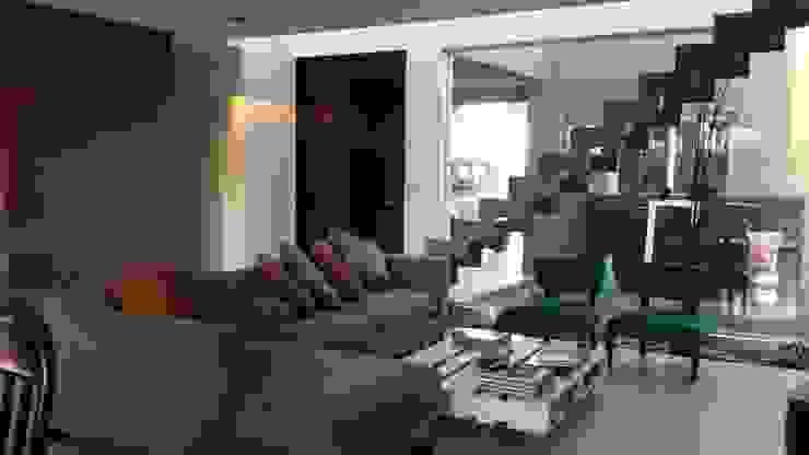 Wohnzimmer von Arquitectos Building M&CC - (Marcelo Rueda, Claudio Castiglia y Claudia Rueda), Modern