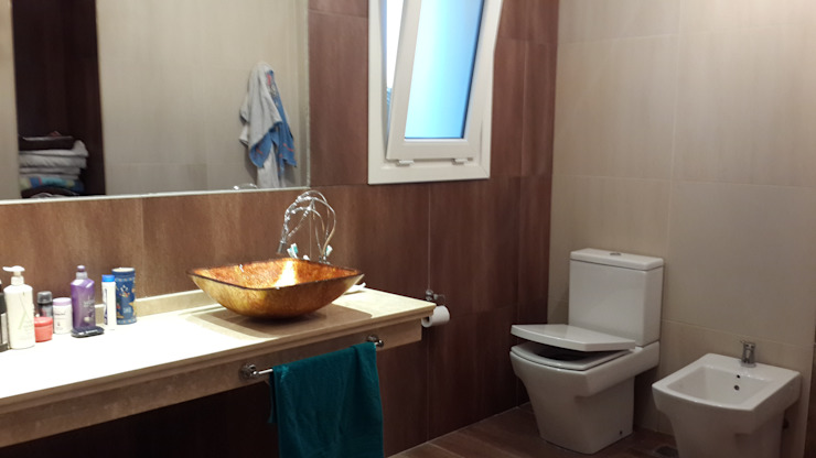 Modern bathroom by Arquitectos Building M&CC - (Marcelo Rueda, Claudio Castiglia y Claudia Rueda) Modern