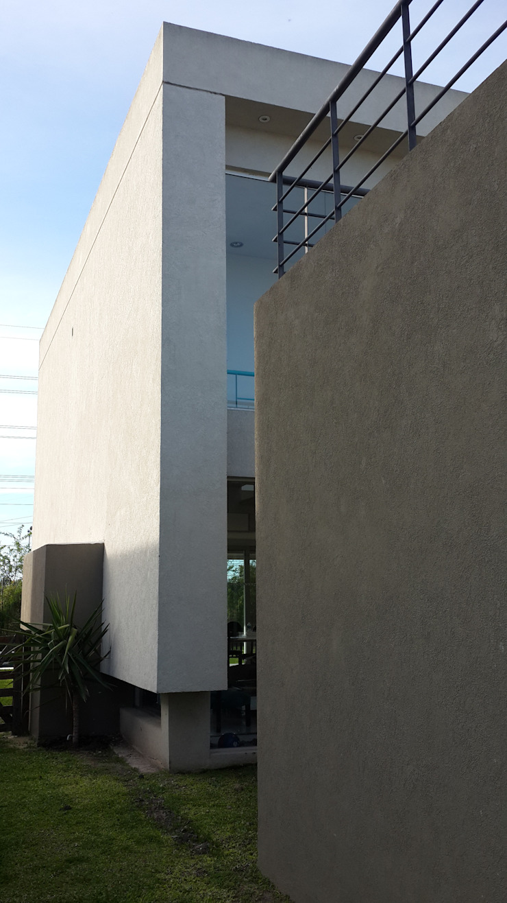 Casa en Los Lagos – Nordelta Casas modernas: Ideas, imágenes y decoración de Arquitectos Building M&CC - (Marcelo Rueda, Claudio Castiglia y Claudia Rueda) Moderno