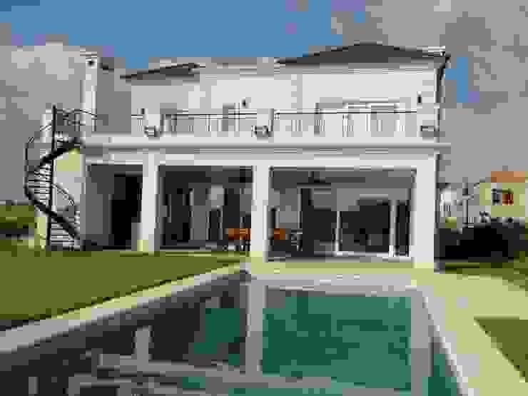 Klassieke huizen van Arquitectos Building M&CC - (Marcelo Rueda, Claudio Castiglia y Claudia Rueda) Klassiek