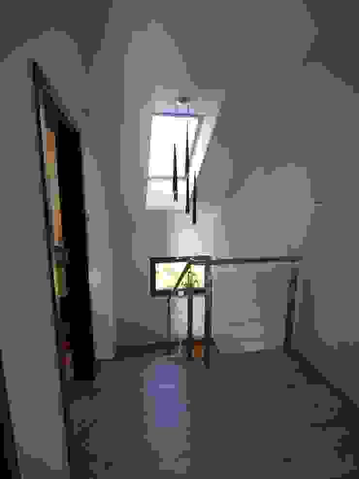 Pracownia Projektowa Wioleta Stanisławska Modern Corridor, Hallway and Staircase