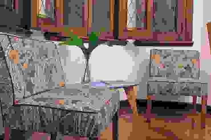Estantería Leila y Sillón individual Etiopía Muebla ห้องนั่งเล่น