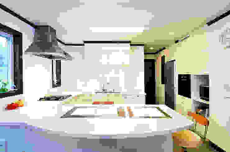 施工事例5 モダンな キッチン の ㈱K2一級建築士事務所 モダン