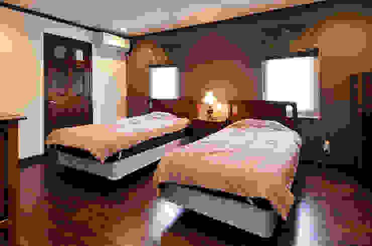 施工事例5 モダンスタイルの寝室 の ㈱K2一級建築士事務所 モダン