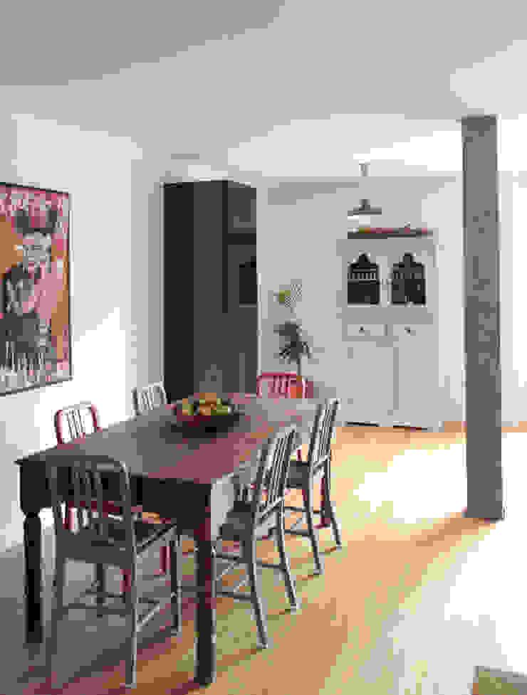 Apartamento BAC Salas de jantar modernas por URBAstudios Moderno
