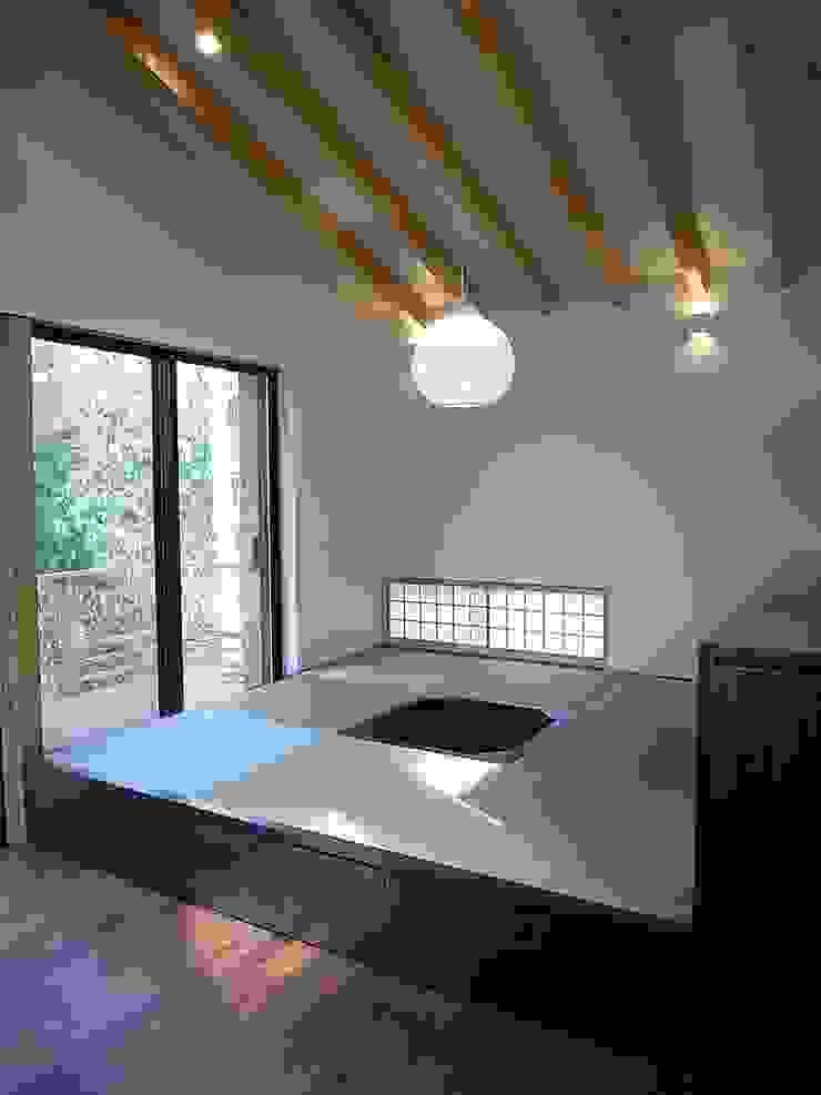 和室コーナー オリジナルデザインの 多目的室 の Unico design一級建築士事務所 オリジナル