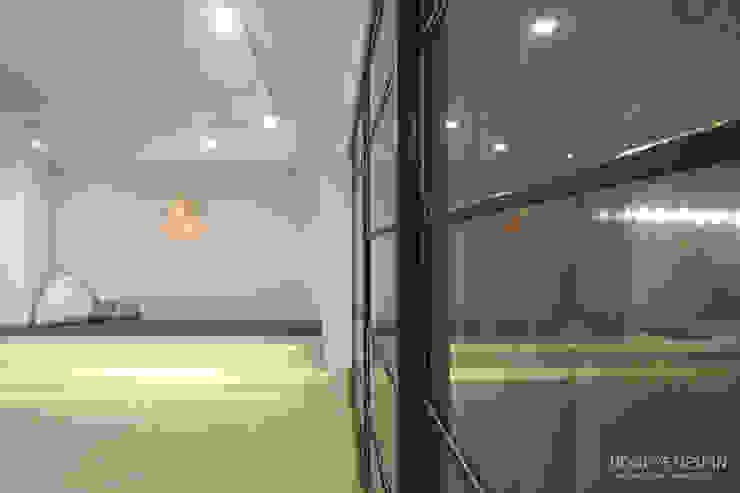 인테리어 사무실 인테리어_홍예디자인 모던스타일 창문 & 문 by 홍예디자인 모던