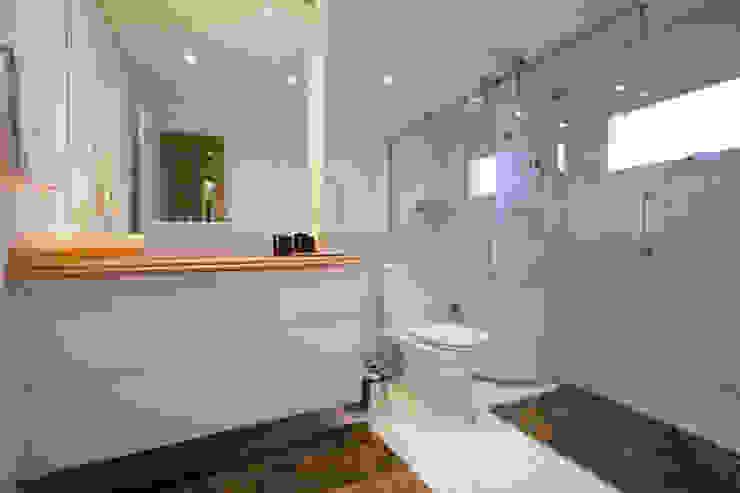 Baños de estilo  por Sandra Sanches Arq e Design de Interiores, Moderno