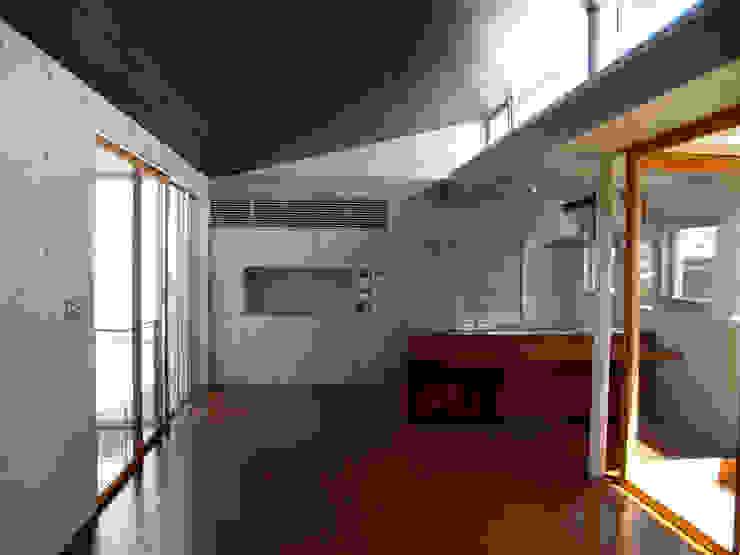 2F LDK:       古津真一 翔設計工房一級建築士事務所が手掛けた現代のです。,モダン 木 木目調