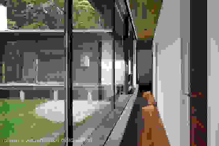 Nowoczesny korytarz, przedpokój i schody od atelier137 ARCHITECTURAL DESIGN OFFICE Nowoczesny Szkło