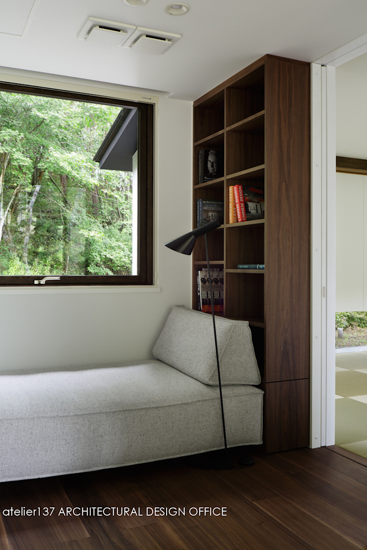 Modern Study Room and Home Office by atelier137 ARCHITECTURAL DESIGN OFFICE Modern Wood Wood effect