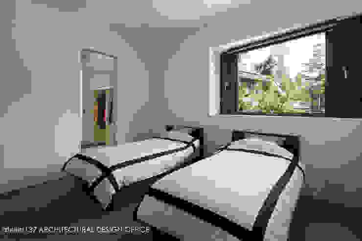 寝室~037軽井沢 I さんの家 モダンスタイルの寝室 の atelier137 ARCHITECTURAL DESIGN OFFICE モダン