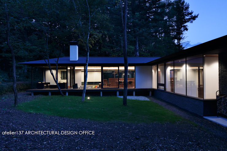 Modern Houses by atelier137 ARCHITECTURAL DESIGN OFFICE Modern Glass