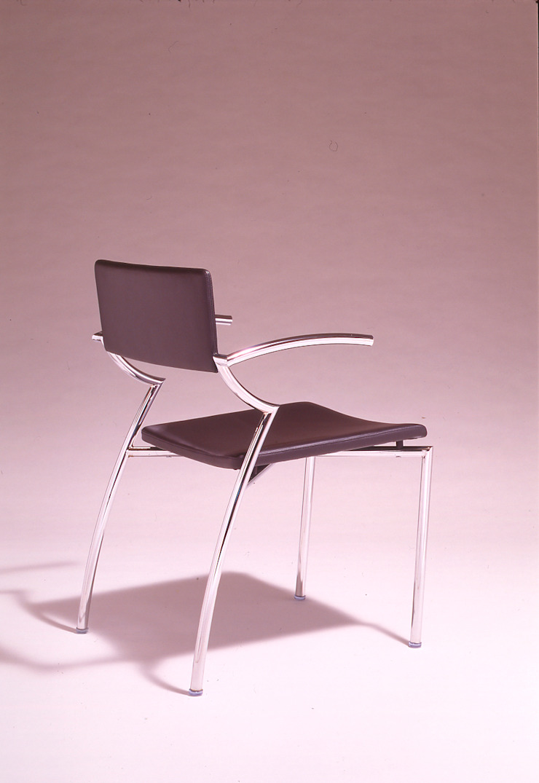 Botsu chair: Guen BERTHEAU-SUZUKI  Co.,Ltd.が手掛けた現代のです。,モダン
