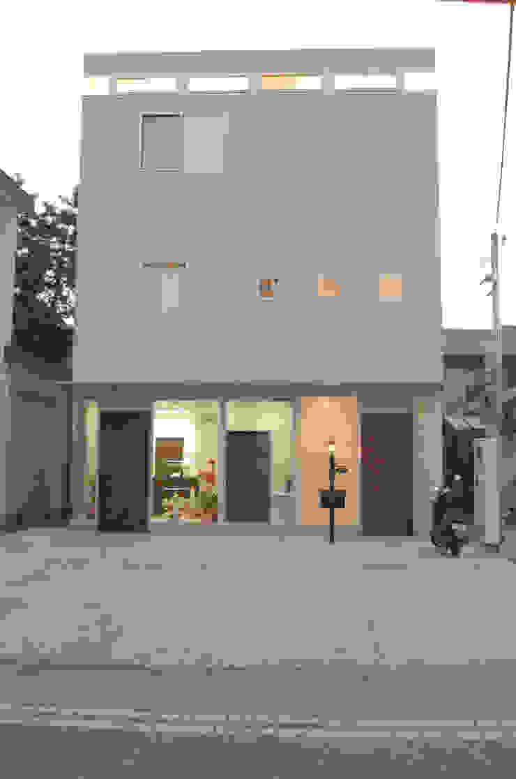 Eclectic style houses by 光安義光&アトリエMYST / MITSUYASU YOSHIMITSU & ATELIER MYST Eclectic