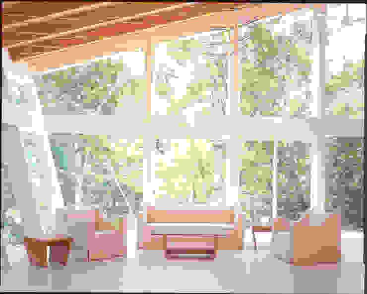 Aodai sofa: Guen BERTHEAU-SUZUKI  Co.,Ltd.が手掛けた現代のです。,モダン