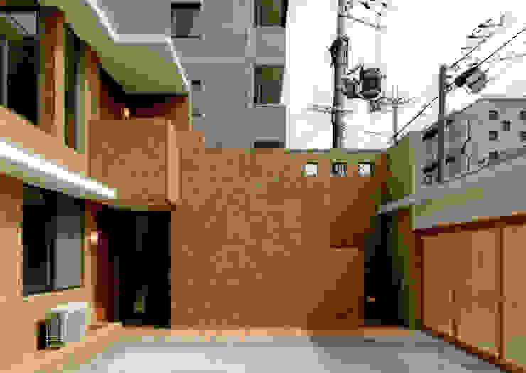 エントランス2 モダンスタイルの 玄関&廊下&階段 の 株式会社 岡﨑建築設計室 モダン