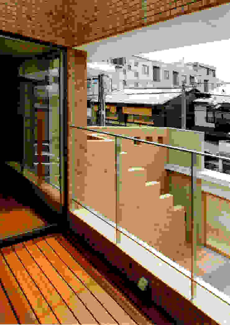 バルコニー モダンデザインの テラス の 株式会社 岡﨑建築設計室 モダン