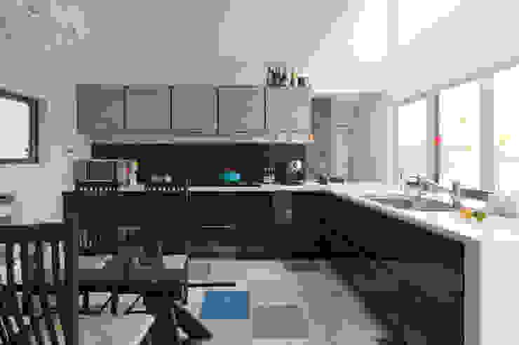 ダイニングキッチン オリジナルデザインの キッチン の SQOOL一級建築士事務所 オリジナル
