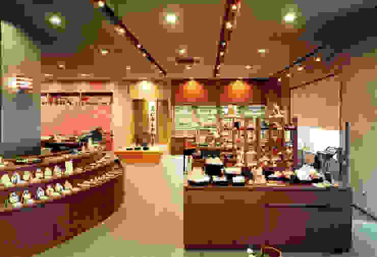 店舗1: 株式会社 岡﨑建築設計室が手掛けたアジア人です。,和風