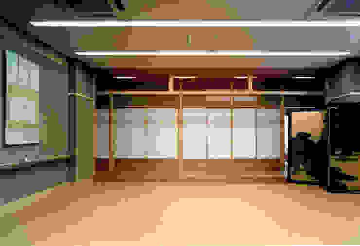 立礼席 和風デザインの 多目的室 の 株式会社 岡﨑建築設計室 和風