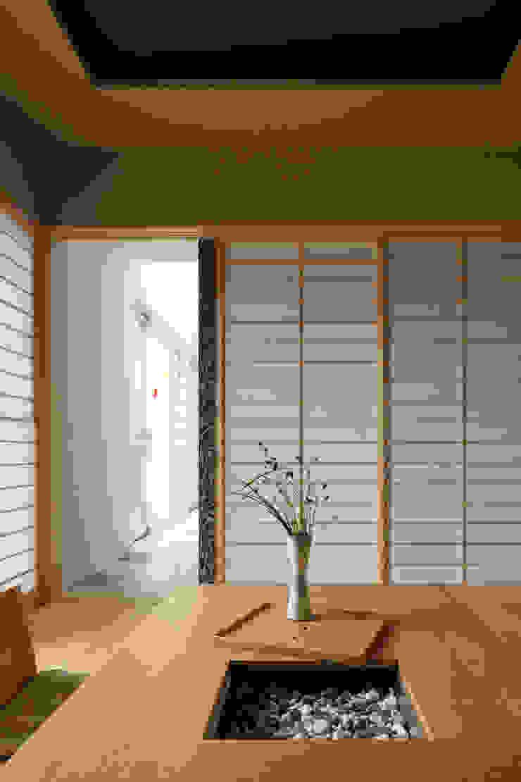 和室 オリジナルデザインの 多目的室 の SQOOL一級建築士事務所 オリジナル