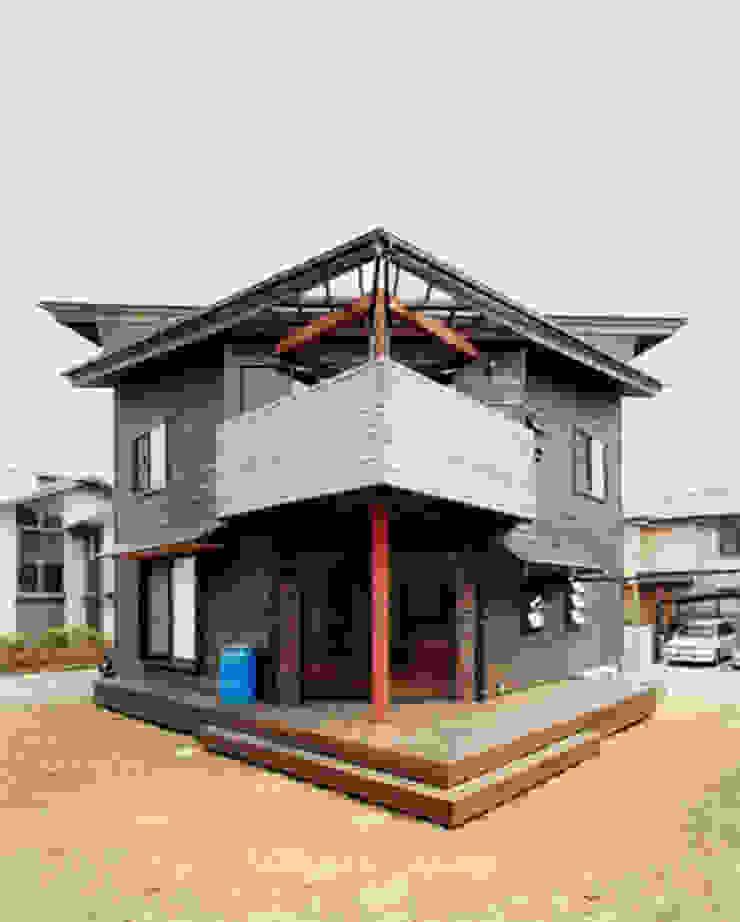 【南側立面】 カントリーな 家 の 安達文宏建築設計事務所 カントリー