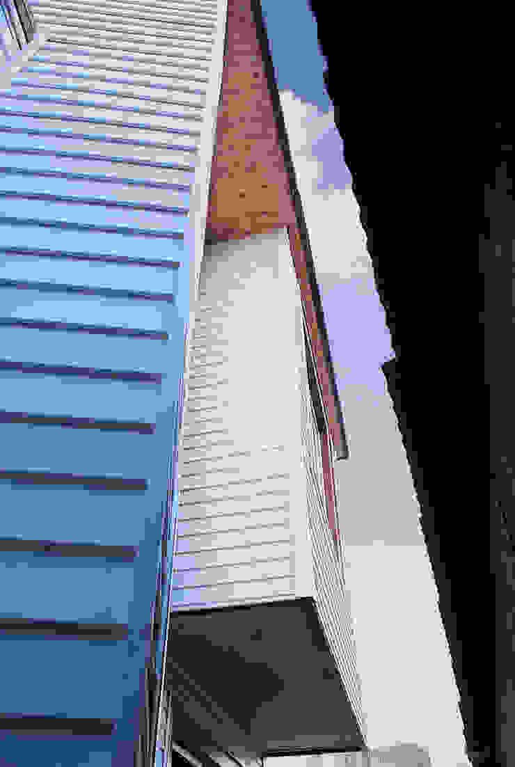 Casas estilo moderno: ideas, arquitectura e imágenes de 국민대학교 Moderno