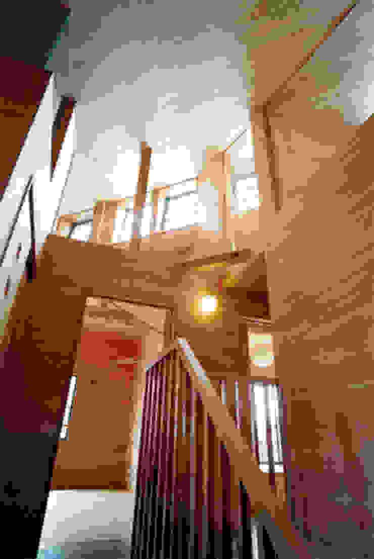【階段室2階】 カントリースタイルの 玄関&廊下&階段 の 安達文宏建築設計事務所 カントリー