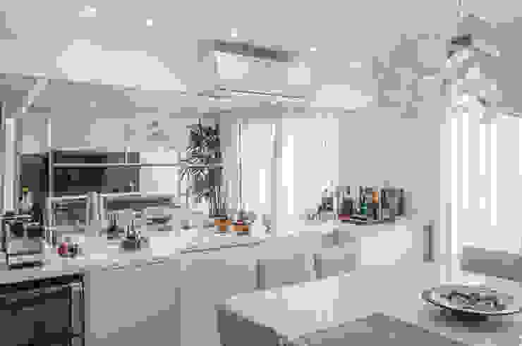 RESIDENCIA FAMILIAR SÃO CONRADO RJ Salas de jantar modernas por AR Arquitetura & Interiores Moderno