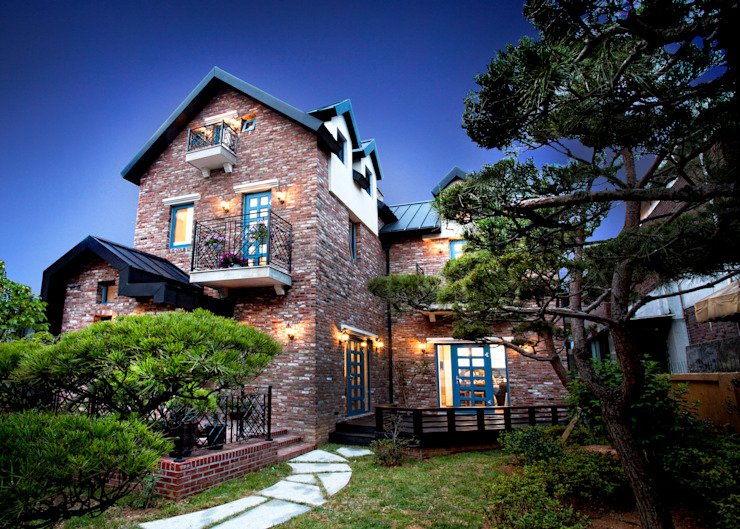 Country style house by 국민대학교 Country