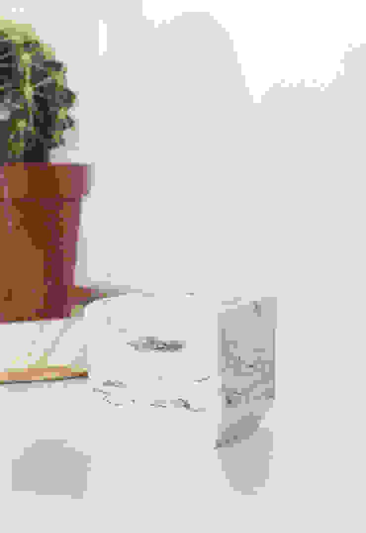 Tealight holder <q>marble</q> van STUDIOGWEN Minimalistisch