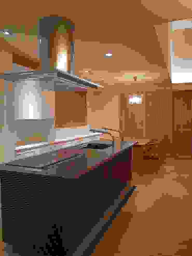 学ぶの家 オリジナルデザインの キッチン の Wats建築デザイン オリジナル