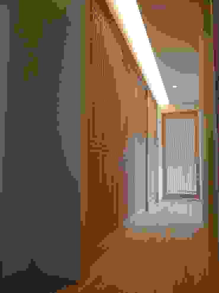 学ぶの家 オリジナルスタイルの 玄関&廊下&階段 の Wats建築デザイン オリジナル