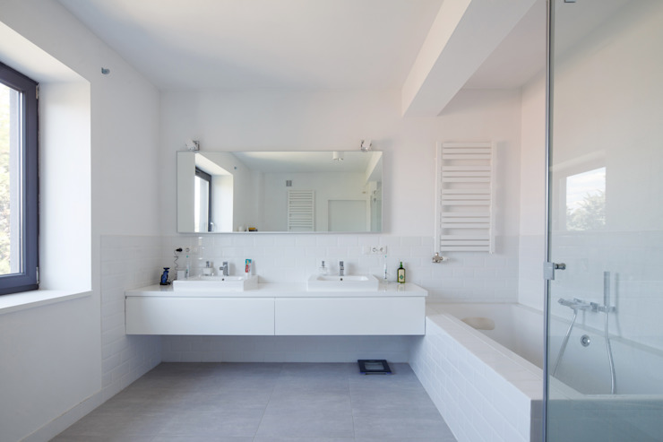 CUBE-2-BOX HOUSE Minimalistyczna łazienka od Zalewski Architecture Group Minimalistyczny