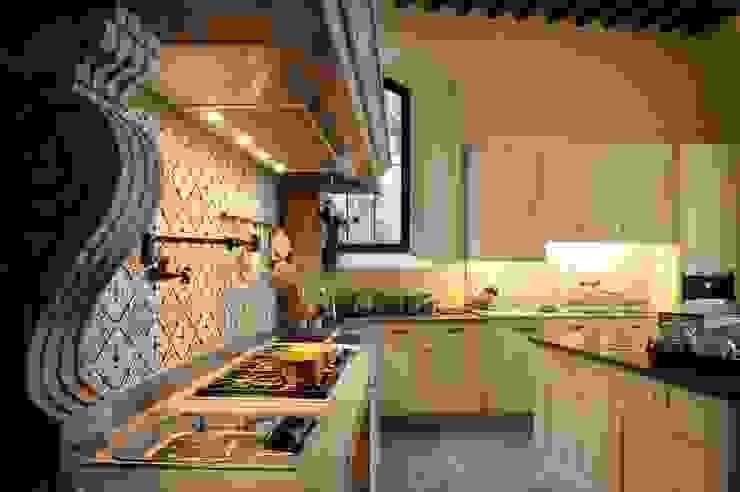Progettazione e realizzazione cucina nel Castello di Polgeto Cucina in stile classico di Riccardo Barthel Classico