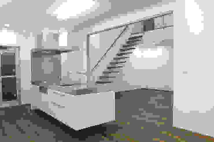 囲む家 オリジナルデザインの キッチン の Wats建築デザイン オリジナル