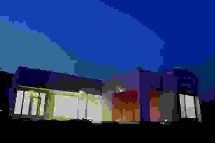囲む家 オリジナルな 家 の Wats建築デザイン オリジナル