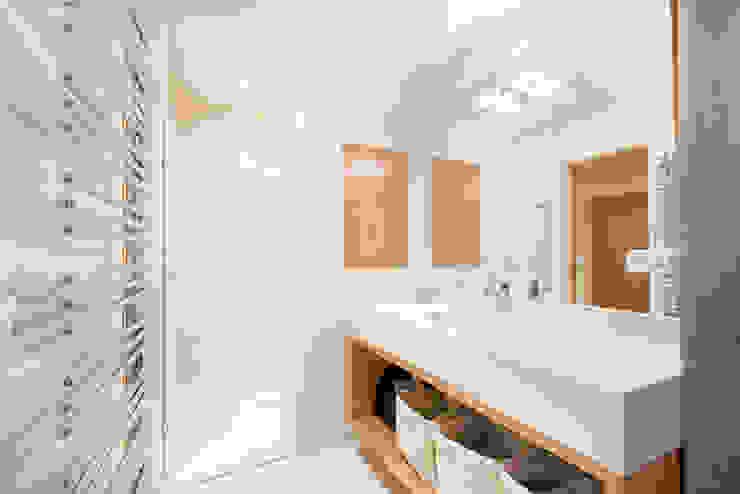 Mazarine Salle de bain originale par A+B Kasha Éclectique