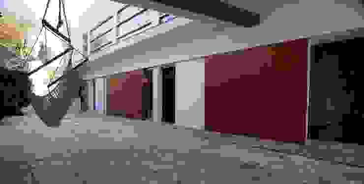 Puertas y ventanas de estilo minimalista de ÔCO Ideias e Projectos de Arquitectura Lda Minimalista