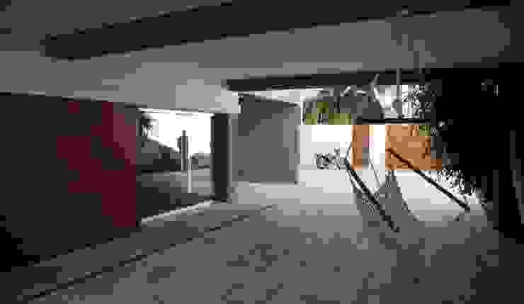 Casa Jairson Jardins minimalistas por ÔCO Ideias e Projectos de Arquitectura Lda Minimalista