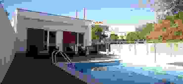 Casa Jairson Piscinas minimalistas por ÔCO Ideias e Projectos de Arquitectura Lda Minimalista