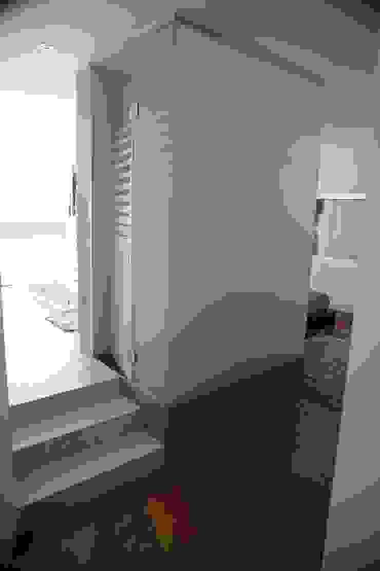Casa Jairson Quartos minimalistas por ÔCO Ideias e Projectos de Arquitectura Lda Minimalista