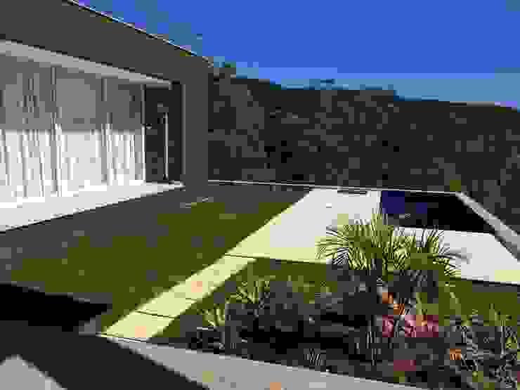 Ecovillage House Piscinas modernas por Sartori Arquitetos Moderno