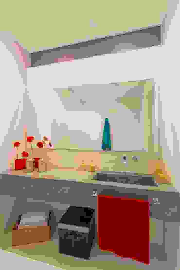 Casa Galeria Baños de estilo moderno de Giovanni Moreno Arquitectos Moderno