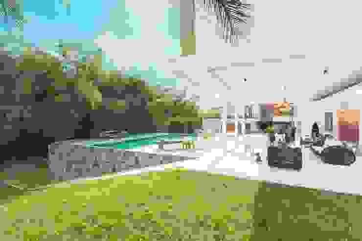 Casa Galeria Jardines de estilo moderno de Giovanni Moreno Arquitectos Moderno