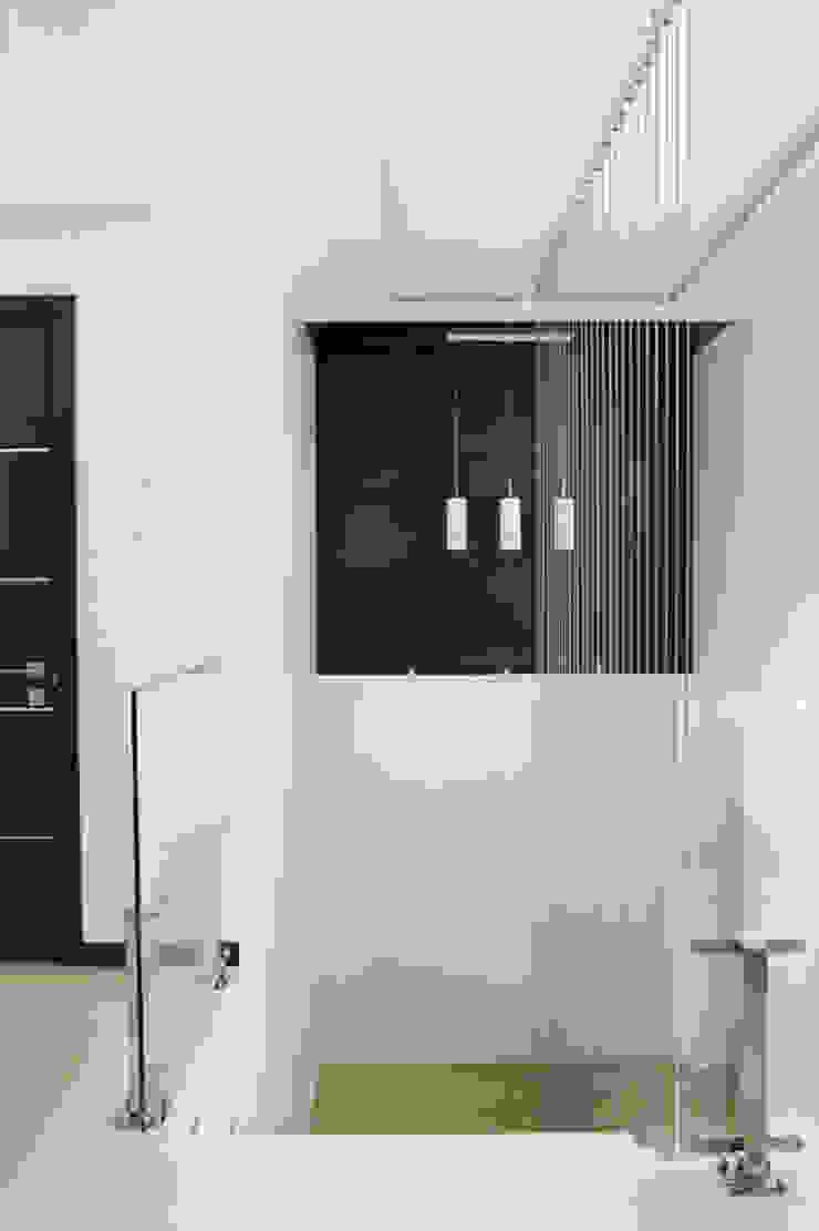 Minimalism Стены и пол в стиле минимализм от kvartalstudio Минимализм