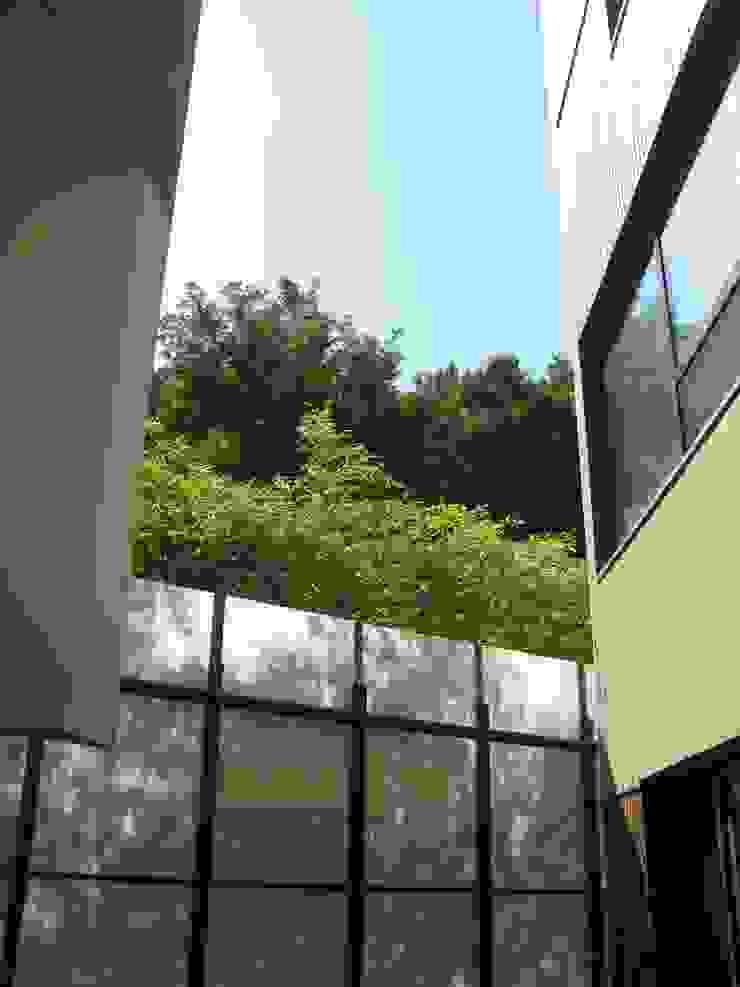 반포 577 주택 모던스타일 발코니, 베란다 & 테라스 by 한울건축 모던